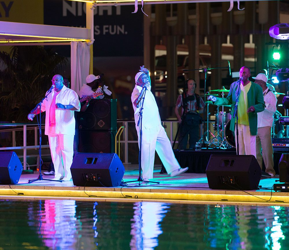 R and B Band Citrus Pool Deck