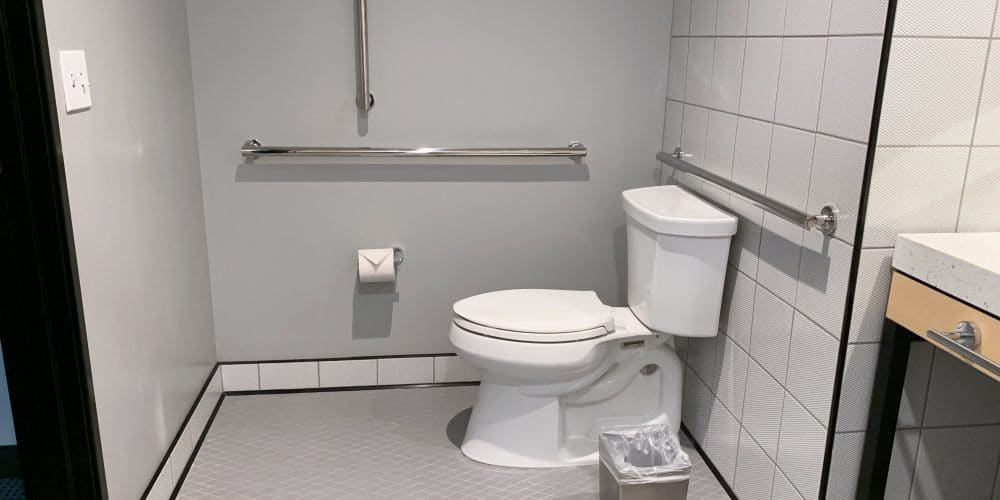 accessible bathrooms with grab bars